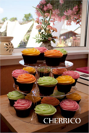 5 Tier Maypole Cupcake Stand It comes with the four small round plastic